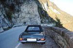 Einfach traumhaft: Mit dem Oldtimer durch Südtirol fahren. Stilvoller Urlaub mit der seltenen Möglichkeit, die schönsten Routen in Südtirol in einem Oldtimer zu erkunden und unterwegs zu picknicken – das ist einfach romantisch. Genießen Sie das einmalige Gefühl, in einem Oldtimer durch die Dolomiten zu fahren.