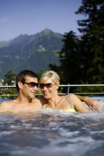 Feiern Sie Ihren 5., 10., 15., 20., 25., ... Hochzeitstag einfach bei uns.Das Besondere für das Jubiläumspaar: 10% Rabatt auf den Zimmerpreis bei mind. 5 ÜbernachtungenSie entdecken noch einmal gemeinsam das Glück, was Ihnen wiederfahren ist - ewige Liebe!