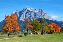 Hotel Post****superior Lermoos Zugspitze im Herbst