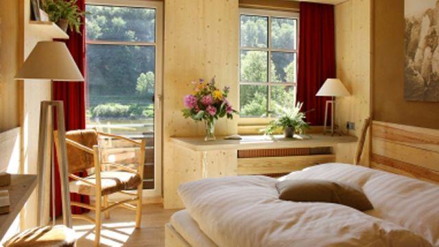 Öko-Komfortzimmer zur Elbe mit Balkon