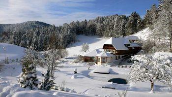Käppelehof im Winterpanorama im Schwarzwald