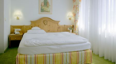 - Standard Room
