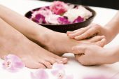 Care for the feet | Hollywood pedicure with varnish